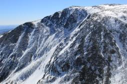 Vue sur le sommet Boott Spur à 1676m d'altitude de l'autre côté du Tuckerman Ravine.