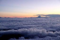 Le Cotopaxi au dessus des nuages