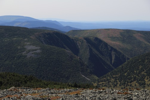 Sommet du Mont Logan en regardant vers Fortin, Matawees et Collins.