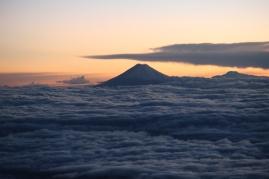 Vue sur le volcan Cotopaxi à partir du sommet du Chimborazo.