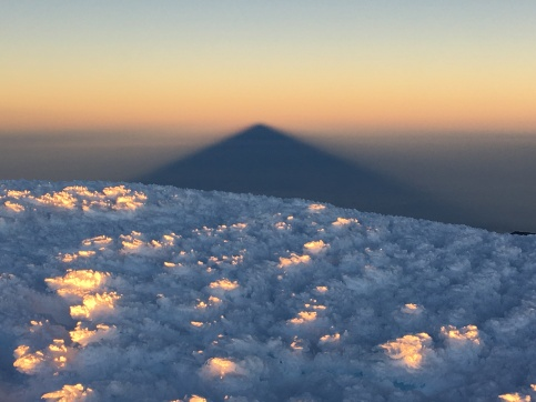 L'imposante ombre du volcan Chimborazo.