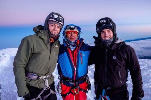 De gauche à droite: Mathieu Grenier, Alberto (notre guide) et moi-même (Alain Côté). Tous bien heureux d'être au sommet.
