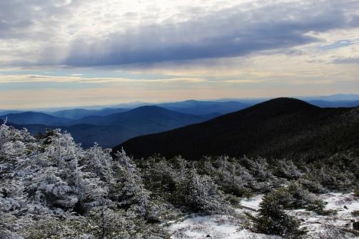 Tout près du sommet avec les rayons de soleil qui perçait les nuages.