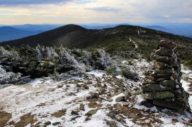 Vue de la crête avec le sommet Sud au loin.