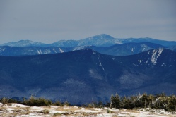 Vue du sommet vers l'imposant mont Washington.
