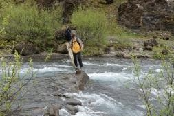 Le passage à gué qui traverse la rivière. Crédit photo: https://www.darnoldhiking.com/iceland.html